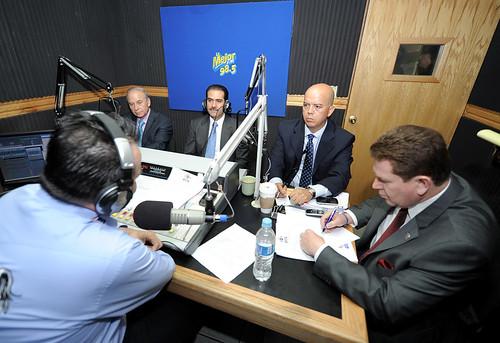 """El Gobernador Guillermo Padrés presidió """"Tu Gobernador en Tu Radio"""" en radio """"La Mejor """" 98.5 FM."""