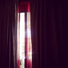 การนอนให้สบาย ต้องทำตัวแบบมานอนโรงแรม ไร้กังวลเพราะหนีงานมา ไม่ต้องรีบตื่นพาหมาออกมาขี้  ม่านสามชั้นมืดสนิทเหมือนกลางคืนตลอดทั้งวัน ห้องต้องเงียบ แอร์ต้องเย็นเฉียบ ผ้าห่มอุ่นกำลังดีกับแอร์ คู่นอนต้องไม่กรน จบนะค๊าบ