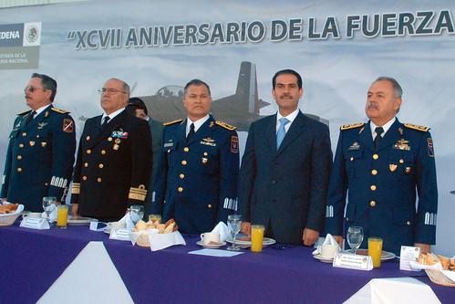 El Gobernador Guillermo Padrés presidió la ceremonia de aniversario de la Fuerza Aérea Mexicana