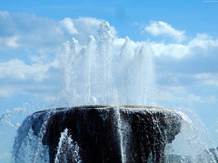 "Top of Buckingham Fountain • <a style=""font-size:0.8em;"" href=""http://www.flickr.com/photos/34843984@N07/15537295021/"" target=""_blank"">View on Flickr</a>"