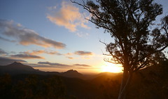 Sunset in the Warrumbungles (The Pocket Rocket) Tags: sunset warrumbungles whitegumlookout nsw australia
