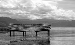 UN LUGAR PARA SOAR (borneirana) Tags: guatemala paisaje playa lago
