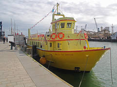 Yellow boat: 29.9.16. (VolVal) Tags: dorset poole quay boat water yellow september
