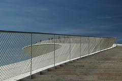 MAAT Escadas (Jorge Laurentino) Tags: maat lisboa lisbon tejo museu electricidade energy canon eos500d sol sun shine brilhante arte moderna modern art bridge ponte 25deabril punk branco white luz light