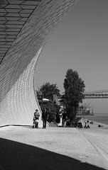 MAAT Entrada I (Jorge Laurentino) Tags: maat lisboa lisbon tejo museu electricidade energy canon eos500d sol sun shine brilhante arte moderna modern art bridge ponte 25deabril punk branco white luz light