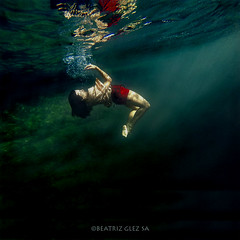 Reflections (Beatriz Glez Sa) Tags: vogue dance dancer burlesque photography underwaterphotography underwater artcommerce art fashion lowkey color colores bajoelagua bailarina
