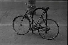 abandoned bike (je245) Tags: leicam3 leicasummicron50mmf20rigid kodak tx400 diafine nyc newyork
