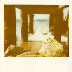 Onda de (A.Oscar) Tags: polaroid film analog argentique colour beach plage praia praiadospescadores portugal albufeira algarve sea mar