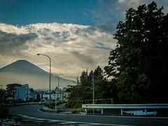 Roadside Fuji (Rekishi no Tabi) Tags: mountfuji gotemba shizuokaprefecture japan leica