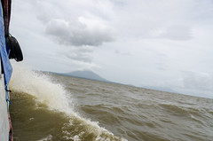 DSC_7040_LR (CharlieBro) Tags: 2016 centroamerica lagonicaragua nicaragua ometepe volcánconcepción bigwaves boat ferry island isola lago lake nave onde volcano vulcano