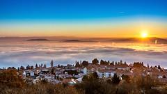 Sunrise sur la mer de nuages au dessus de Clermont-Ferrand (cleostan) Tags: clermontferrand sunrise montagne lever de soleil mer nuages cloud sea clouds france auvergne puydedôme pierre carré la baraque nikon nikkor hiver wordp