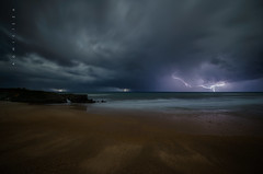 Tormenta nocturna (Ahio) Tags: longexposure nightphotography autumn sea seascape storm beach night clouds zeiss nikon nocturnal darkness shore tormenta lightning 15mm oscuridad 2014 relmpago marcantbrico sanantoln fotografanocturna bedn zf2 distagont2815 d800e