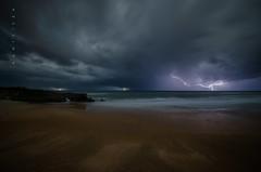 Tormenta nocturna (Ahio) Tags: longexposure nightphotography autumn sea seascape storm beach night clouds zeiss nikon nocturnal darkness shore tormenta lightning 15mm oscuridad 2014 relámpago marcantábrico sanantolín fotografíanocturna bedón zf2 distagont2815 d800e