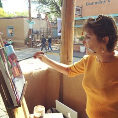 Alice Webb finds a creative way to hold two brushes at once! She'll be painting outside the gallery until 4:00. Come say hello! #canyonroad #paintout #canyongram #painter #painting #art #artist #artgram #instaart #instaarthub #artworld #lifeofanartist #sa (Matthews Gallery) Tags: square squareformat rise iphoneography instagramapp uploaded:by=instagram foursquare:venue=4f2f027be4b047964af75817
