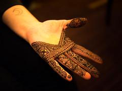 Moroccan henna at HennaCon (kenzilicious) Tags: art design hand drawing morocco maroc henne henna mehendi moor mehndi moroccan heena mehandi geometic fessi hennacon bildiyya