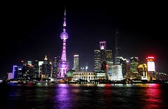 Shanghai Skyline (Luiz Felipe Castro) Tags: china city skyline architecture modern night river asian town asia view shanghai chinese pearl incredible