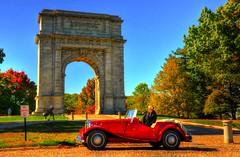 Valley Forge - National Memorial Arch (Sabreur76) Tags: park car pennsylvania mg replica pa montserrat hdr montse td valleyforge vicenç valleyforgenationalhistoricalpark feliú tamron18270 sabreur76 vicençfeliú nikond7000