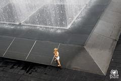 Fountain (andrea.prave) Tags: uk england baby london water fountain água thames agua eau wasser gallery child southbank londres hayward acqua fontana londra vatten vann 水 inghilterra tamigi bambino ロンドン visitlondon 伦敦 ماء лондон מים لندن نهر נהר воды νερό londonpass ποτάμι savesouthbank