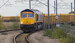 A slightly different shot of 66757 leading the 6M40 Westbury - Stud Farm...Nuneaton 22nd October 2014 (Dave Pemberton) Tags: