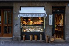 Early Morning Preparations, Florence (JMichaelSullivan) Tags: italy 100v florence pentax tuscany 600v firenze toscana 200v pontevecchio 500v k3 2014 700v 300v 5f mjsfoto1956 400v 800v da60250mm