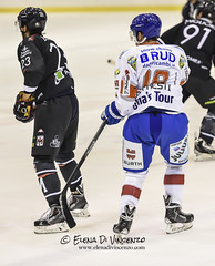 FOTO HMR VS HC NEUMARKT 13 NOVEMBRE 2014 EDIVINCENZO ((Miss) *Elena Di Vincenzo*) Tags: hockey player saima ligh neumarkt edv egna hockeyonice hockeymilanorossoblu elenadivincenzo hockeymilano hcneumarkt