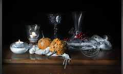 (pimontes) Tags: life luz still madera negro cristal naranja velas mesa copas bodegon ceremonia calabazas botellas lazos