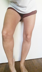 Long legs (mylegs2246) Tags: feet bare thigh thighs barefoot shorts kneecap knees knee ankle