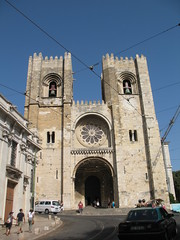 S de Lisboa (kpmst7) Tags: 2016 portugal europe iberia lisbon lisboa westerneurope southerneurope church catholic cathedral tower belltower street door nationalcapital