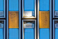 les immortels (warnerbrosandsisters) Tags: bta bleu blue diagonale abstrait gomtrique lignes btiment structure architecture texte bordure photo infrastructure ville motif extrieur courbe minimalisme brillant