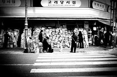 Snap... (HARU1231) Tags: snapshot streetphoto candid minolta blackandwhite urban city film kodak korea