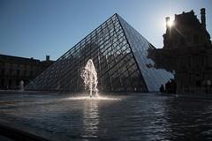 Pyramide du Louvre (mars-chri) Tags: lelouvre pyramide muse paris