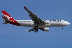 VH-EBF Qantas Airbus A330-202 (johnedmond) Tags: perth ypjt australia qantas airbus a330 aviation aircraft aeroplane