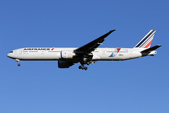 B777-3.F-GSQI-2 (Airliners) Tags: airfrance 777 b777 b777300 boeing boeing777 boeing777300 jonone specialcs speciallivery special iad fgsqi 11716