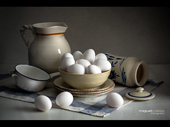 BODEGN CON HUEVOS BLANCOS (Miguel Calleja) Tags: bodegn stilllife naturamorta naturemorte huevos eggs oeufs