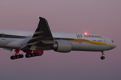 Delayed and therefore a great possibility to catch this B777 of Jet Airways landing in the early morning! (rhietbrink) Tags: jet airways b77735rer vtjet jetairways b777 b773 triple7 triple boeing landing widebody heavy lights navigation approaching approach morning schiphol amsterdam