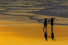 Walking together (Masa_N) Tags: byronbay waves beach people winter seashore sand australia reflection walking water sea evening seaside dusk newsouthwales オーストラリア au