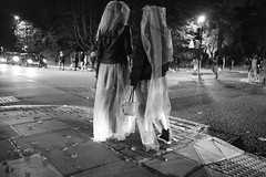 Halloween 2016 in St John's Wood (fabiolug) Tags: halloween stjohnswood night costume costumes kids kid children child people street streetphotography london leicammonochrom mmonochrom monochrom leicamonochrom leica leicam rangefinder blackandwhite blackwhite bw monochrome biancoenero leicaelmarit28mmf28asph elmarit28mmf28asph elmarit28mm leicaelmarit28mm 28mm elmarit leicaelmarit wide wideangle abbeyrd abbeyroad