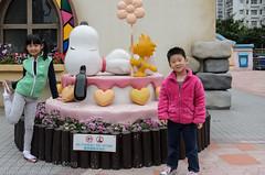 Keeping warm outside (Stinkee Beek) Tags: hongkong erin ethan newterritories snoopysworld