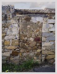 Souvenir de passage (afantelin) Tags: stone wall pierre porte mur iledefrance seineetmarne voulx