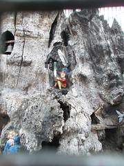 LONDON 1712 (RANCHO COCOA) Tags: wood uk england sculpture tree london garden feathers elf trunk kensington carvings kensingtongarden elves theelfinoak