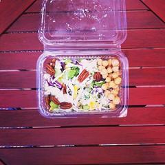 Η επιστροφή του τάπερ γραφείου: coleslaw και ρεβύθια. #natachef #office_picnic