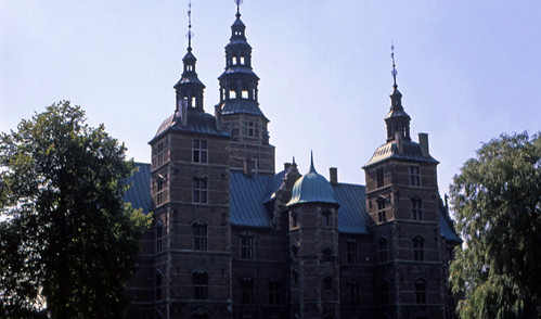"413DK Rosenborg Slot • <a style=""font-size:0.8em;"" href=""http://www.flickr.com/photos/69570948@N04/15478514552/"" target=""_blank"">View on Flickr</a>"