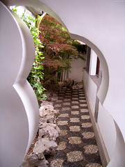 "Strange leaf-shaped passageway • <a style=""font-size:0.8em;"" href=""http://www.flickr.com/photos/34843984@N07/15521601016/"" target=""_blank"">View on Flickr</a>"