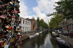 Love padlocks - Amsterdam - NL (Shinagawa) Tags: bridge love netherlands amsterdam iamsterdam locks padlocks lovelocks lovepadlocks