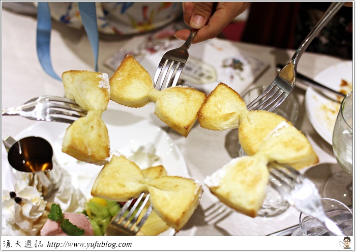 甜蜜王國 ATT4FUN 樂昂 LOVEONE 童話樂園 領結吐司 排隊美食 校園美食 創意料理