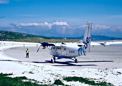 britains best airport (plot19) Tags: uk blue beach plane photography scotland airport sand nikon northwest britain north scene take british outer northern galic hebrides flybe plot19