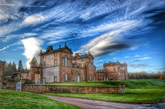 Chatelherault. (Innerleithen man) Tags: grass stone wall clouds scotland nikon gate scottish bighouse lanarkshire dukeofhamilton chatelherault nikond5100
