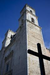 La cathdrale de Valladolid (calimelolo) Tags: yucatan valladolid mexique voigtlander nokton35mmf12asphvmi