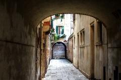 Calle di Venezia (Massimo Buccolieri) Tags: venice calle kanal venezia venedig mwen hdr gondeln eos700d maxbcc