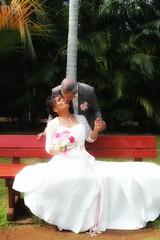 El beso de casados (GMGprod') Tags: bygmgprod colors garden married beso kiss casados amour amor love iledelareunion bisous weddingphoto photographer weddingphotographer mariage maris sayyes bride groom